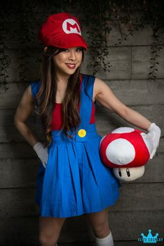 Riri shows off her gender bending Femme Super Mario cosplay at Sakura-Con 2013 in Seattle. Mario Cosplay, Super Mario Birthday, Mario Birthday Party, Mario Party, Disney Stitch, Super Mario Brothers, Super Mario Bros, Girl Costumes, Halloween Costumes