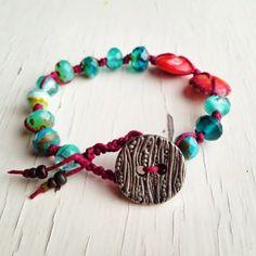 Songbeads - Irish Waxed Linen bracelet with Czech glass and a Mamacita Beadworks pewter button Macrame Bracelets, Handmade Bracelets, Jewelry Bracelets, Handmade Jewelry, Bangles, Diy Schmuck, Schmuck Design, Bracelet Making, Jewelry Making
