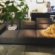 34 個讚,1 則留言 - Instagram 上的 BoConcept Kobe(@boconcept_kobe):「 OUTLET SALE!! Hampton sofa!! #ボーコンセプト #リビング #ソファ #神戸 #アウトレット #元町 #新古品 #followme #livingroom… 」 Sofa, Couch, Boconcept, The Hamptons, Furniture, Instagram, Home Decor, Settee, Settee