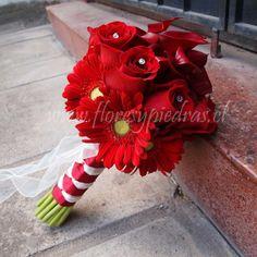 Hermoso bouquet de calas rojas, rosas y gerberas. Diseño Flores y Piedras www.floresypiedras.cl
