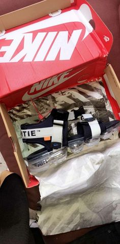 There is 0 tip to buy shoes, vapormax, sandals, nike. Help by posting a tip if you know where to get one of these clothes. Cute Sneakers, Shoes Sneakers, Shoes Heels, Ash Sneakers, Kicks Shoes, Ugly Shoes, Flats, Comfy Shoes, Shoe Boots