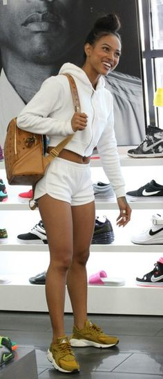 Wheretoget - White zipper sweatshirt, white shorts, brown leather backpack and brown Nike huarache sneakers