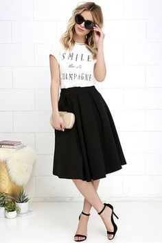 Oh Please Black Midi Skirt Pleats, Oh Please Black Midi Skirt at !Pleats, Oh Please Black Midi Skirt at ! Midi Rock Outfit, Midi Skirt Casual, Black Skirt Outfits, Black Midi Skirt, Midi Skirts, Modest Outfits, Modest Fashion, Skirt Fashion, Casual Dresses