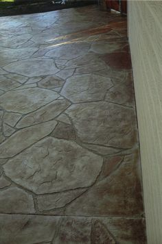Stamped and Stained Concrete Flagstone Patio.love all of the stuff that can be done with concrete. Good idea for dad to do. Flagstone Patio, Backyard Patio, Concrete Patios, Backyard Fireplace, Outside Living, Outdoor Living, Outdoor Decor, Stained Concrete, Concrete Floors