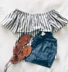 Spring & Summer fashion Striped off the shoulder striped shirt with ruffle, lightweight denim / chambray shorts and gladiator sandals. Fashion Mode, Look Fashion, Teen Fashion, Fashion Outfits, Womens Fashion, Fashion Trends, Fashion 2018, Flat Lay Fashion, Fashion Art