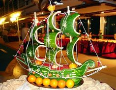 Fruit Carving - Vegetable Carving - Watermelon ship - Get Creative! Pirate Ship Watermelon, Watermelon Art, Watermelon Carving, Veggie Art, Fruit And Vegetable Carving, Veggie Food, Pirate Birthday, Pirate Party, Decoration Buffet