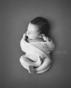 Once again love the simplicity, the curliness of the baby, the perfect exposure but also very contrasting