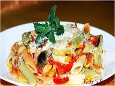 Penne colorate cu legume Pasta Salad, Avocado, Spaghetti, Chicken, Meat, Erika, Ethnic Recipes, Food, Pie
