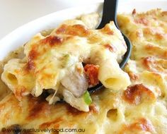 This cheese-topped pasta bake contains pan-fried chicken, bacon and onion, penne pasta, and chopped mushrooms and semi-dried tomatoes in a generous amount of creamy sauce. Sounds like perfect family potluck food. Baked Chicken Pasta Recipes, Chicken Bacon, Fried Chicken, Creamy Chicken, Bacon Pasta Bake, Pasta Casserole, Casserole Recipes, Microwave Sweet Potato Chips, Great Recipes