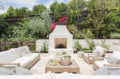 amanda Barnes Interiors Modern Spanish Revival Exterior Modern Mediterranean Transitional Architectural Detail Patio by Amanda Barnes Interiors Outdoor Rooms, Outdoor Living, Outdoor Furniture Sets, Outdoor Decor, Backyard Furniture, Outdoor Kitchens, Outdoor Seating, Outdoor Ideas, Outside Fireplace