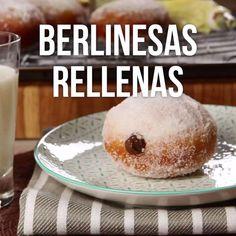 Si eres amante del pan dulce no puedes perderte estas ricas berlinesas rellenas de crema de avellanas, una verdadera delicia. Donut Recipes, Mexican Food Recipes, Sweet Recipes, Baking Recipes, Cake Recipes, Dessert Recipes, Tasty Videos, Food Videos, Food And Drink