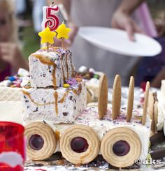 Instead of cake, I can recommend making a glass … – Pastry, cakes, cookies Fika, Cake Ingredients, Reveal Parties, Childrens Party, Baking Tools, Nutella, Sprinkles, Tart, Berries