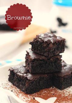 Uzun zamandır şöyle güzel bir brownie yapasım vardı da bulduğum tüm tariflerde kuvertür çikolata kullanıldığı için ve o anda elimin alt...