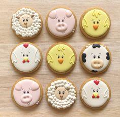 """The Sweet Shop on Instagram: """"Galletas de animalitos de granja 🐤 Pídelas al 📱0995745708 . . . . . #cookies #decoratedcookies #decoratedsweets #sweettreats #edibleart…"""" Royal Icing Cookies, Sugar Cookies, Farm Cookies, Cute Desserts, Farm Birthday, Baby Shower Cookies, Birthday Cookies, Cookie Designs, Cupcake Cakes"""