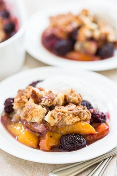 Blackberry Cardamom Peach Crisp | GI 365