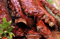 Gegaarde spareribs met barbecue marinade.