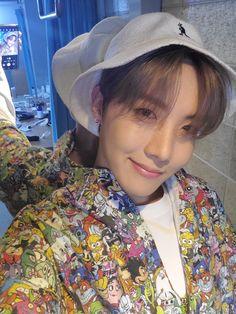 My most recent favorite j-hope selca aaaaaa Bts J Hope, J Hope Selca, Foto Bts, Bts Photo, Jung Hoseok, Bts Boys, Bts Bangtan Boy, Bts Taehyung, Gwangju