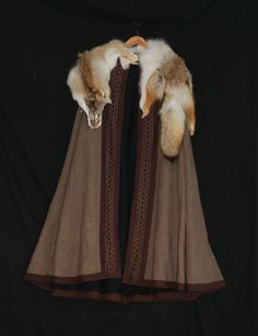 Semicircle coat. - Othala Craft I just might NEED this coat.