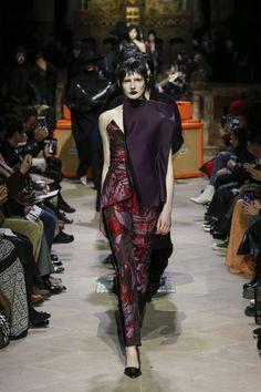 Yang Li Fall 2018 Ready-to-Wear Collection - Vogue 80s Fashion, Fashion Week, High Fashion, Fashion Show, Paris Fashion, Fashion Brands, Vogue Paris, 80s Trends, Fall Winter