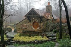 This incredible little home is the 'Hobbit House', a hobbit themed cottage designed by architect Peter Archer for a lifelong J.R.R. Tolkien fan. It's located in Chester County, Pennsylvania, a place dotted with picturesque barns and rolling fields, yet is surprisingly close to Philadelphia. The Hobbit House was built for the sole reason of being a personal museum, a private place where one fan of the famous author could store all his Tolkien-inspired memorabilia.