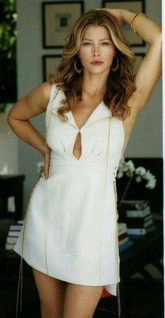 Jessica Biel is Still Sexy Jessica Biel, Beautiful Celebrities, Most Beautiful Women, Beautiful Actresses, Jennifer Aniston Style, Actress Jessica, Celebrity Hair Stylist, Woman Crush, Sensual