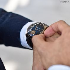 Trying to make the time stay still this weekend  thanks for sharing a great pic @watchdna  Dials should never be this beautiful  #hmoser Venturer Dual time tourbillon with midnight blue fume dial #tourbillon #blue #saturday #weekend #luxurywatches #instawesome #follow4follow #like4like #instawatches #instalike #igers #horology #horlogerie #india by vishawatch