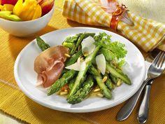 Osteressen - Vorspeisen: Grüner Spargel mit Parmaschinken und Pinienkernen