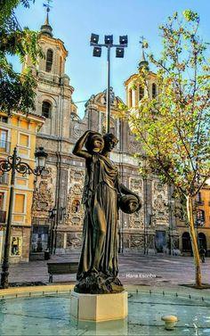 Plaza del Justicia, iglesia de Santa Isabel y fuente de la Samaritana, Zaragoza España