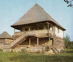 Typical house in the southern Carpathians (historic Vallachia region) Romania People, Abandoned Farm Houses, Rural House, Medieval Houses, House Viewing, Log Homes, Traditional House, Planer, House Design