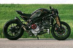 Ducati Monster by Nelson Goncalvez - kit by Paolo Tesio Ducati Monster, Custom Motorcycles, Custom Bikes, Best Motorbike, Skate, Moto Ducati, Gas Scooter, Mechanical Art, Motorcycle License