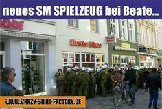 :))))  #crazys #prost #fun #spass #rauchen #trinken #verrückt #saufen #irre #crazyshirtfactory #geilescheiße #funpic #funpics #sm #spielzeug #polizei #acab #1312