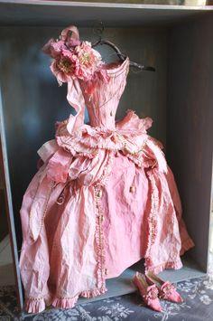 Pink Paper Dress, robe en papier By MissClara, photo JE Paper Clothes, Doll Clothes, Paper Shoes, Paper Dress Art, Paper Dresses, Paper Art, Paper Book, Dress Form, Dress Up