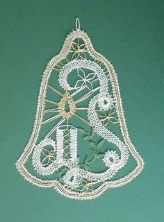 Advanced Embroidery, Types Of Lace, Crochet Christmas Trees, Bobbin Lace Patterns, Lacemaking, Lace Heart, Point Lace, Lace Jewelry, Needle Lace