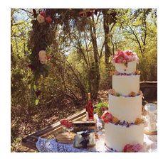 Lilly vanilli cake Chocolate Wine, Wedding Decorations, Table Decorations, Tuscany, Bohemian Style, Lily, Bride, Eyes, Garden