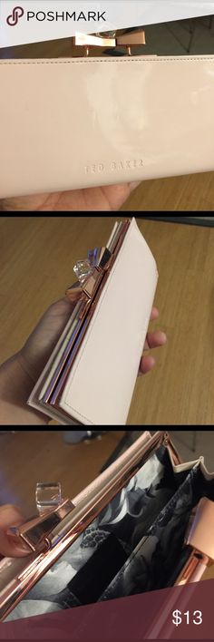 Ted baker wallet clutch One defect: the clutch doesn't close properly. Selling as is Bags Clutches & Wristlets