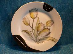 Teller mit Tulpenmotiv