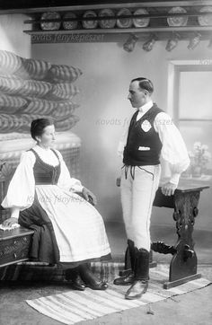 BALOGH DOMOKOS ÉS NEJE  Helység: Muzsna / Évszám: 1930 Folk Costume, Costumes, Folk Dance, Old Photos, Past, 1, Hipster, Marvel, Seasons