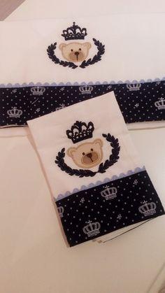 2 Fraldas Luxo Branca Cremer    Nossos produtos são personalizados e exclusivos para dar toda sofisticação e conforto para seu neném.As cores dos apliques e barra podem ser alterados.    Medidas  1 fraldas -tamanho: 33 cm x 33 cm  1 fraldas -tamanho: 70 cm x 70 cm    * Consultar frete.