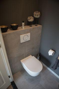 D co toilettes design avec murs en stuc gris taupe papier m tallis gris cuv - Deco toilettes taupe ...