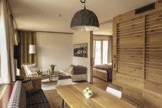 Schlafzimmer, großer Wohnbereich in unserer größten Suite
