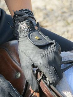 The most beautiful riding gloves - Best Equitation Horse Equestrian Chic, Equestrian Outfits, Equestrian Fashion, Equestrian Girls, Gaucho, English Riding, English Tack, Horse Riding, Riding Gear