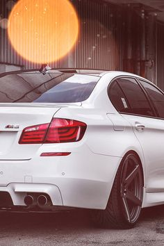 Definitely upgrading to a white M5 in the future. Connect with me on TSŪ a new social platform that pays you to Be active on there___It's Free and invite only  http://youtu.be/KWXWZSW2PTQ  Make an account and I'll add you www.tsu.co/julescloud ---I'm on Instagram @julescloud and @grid_sace