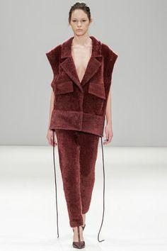 Yifang Wan Autumn/Winter 2014-15 Ready-To-Wear