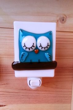 Handmade fused glass nightlight by Karine Foisy. Fused Glass Art, Stained Glass Art, Glass Fusion Ideas, Nightlights, Glass Animals, Stained Glass Projects, Glass Birds, Pottery Painting, Glass Design