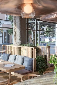 """The expression """"eat with the eyes"""" says it all, inspiration when decorating a restaurant is very important. #restaurantdesign #restaurantnews #designnews #modernrestaurants #restaurantmoderndesign"""