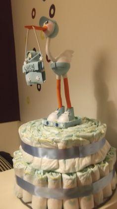 Pastel de pañales con fofucha cigüeña En mi facebook.com/Trocitosdeilusion