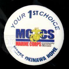 米軍払い下げ品  MCCS MARINE CORPS YOUR1ST CHOICE  MAKES OKINAWA HOME  海兵隊の小さな缶バッチ  ※こちらの商品は黒い斑点のような劣化箇所がございます。  【サイズ】 直径:3cm