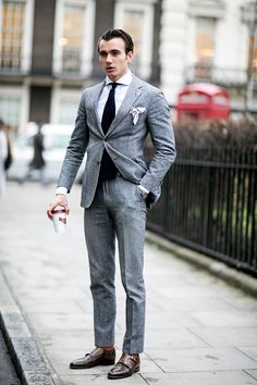 A look at our favorite menswear street style so far. Men Fashion Show, Mens Fashion Blog, Best Mens Fashion, Mens Fashion Suits, Style Fashion, Fashion Tips, One Step, Suit Accessories, Men Style Tips