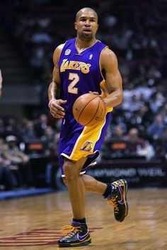 Los Angeles Lakers v New Jersey Nets
