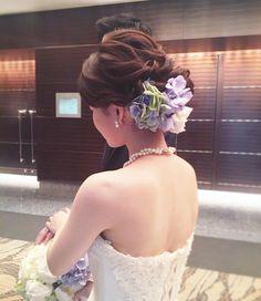 "#Wedding #hair styles #updo #ウェディング #ヘアスタイル #紫陽花#flower #bridalhair # #PARADISE (@wedding_paradisejp) on Instagram: ""ヘアは花嫁様らしく、ナチュラル感を大切に仕上げたニュアンスのシニヨンヘア♡ . 〜 E p i s o d e 〜 . 今回の特集は先日、 . マンダリンオリエンタル東京にて#卒花嫁…"""